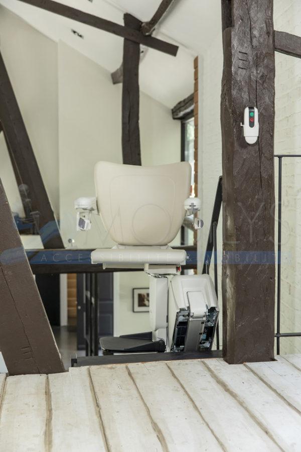 option pivotement motorisé du siège monte-escalier droit Mobilys